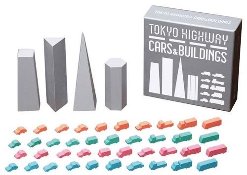 車コマやビルの形を変えて遊ぶことも可能です。「カーズ&ビルディングス」(2160円/この商品単体では遊べない。元々付属している車コマやビルのバリエーションとして使用します)