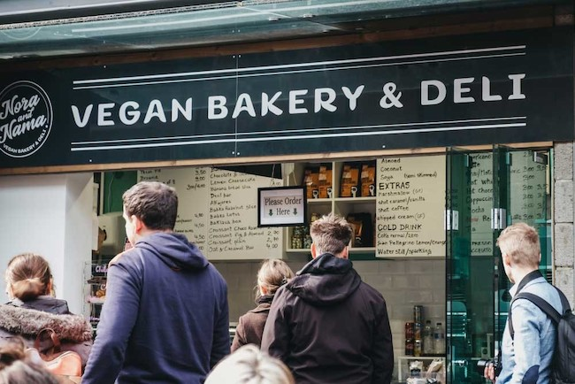 ロンドンにあるビーガン向けのパンや総菜を売るお店。