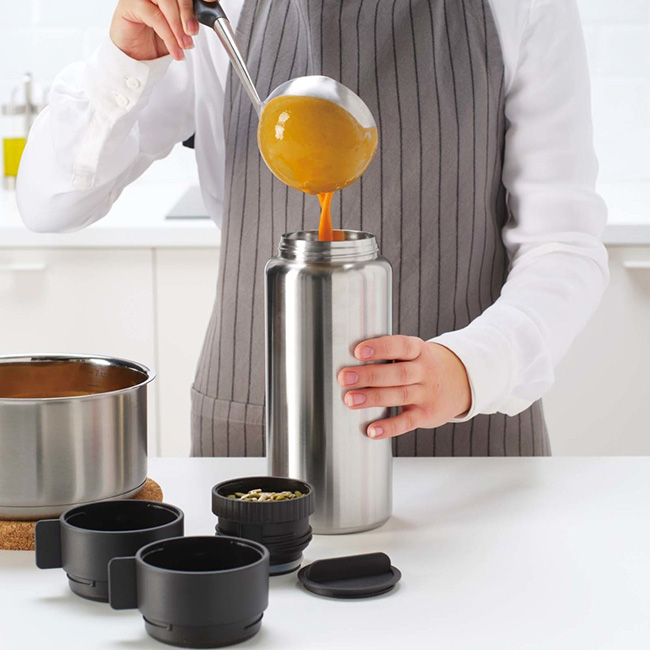 広口なので、スープをレードルで注ぐ際などにこぼさず安定して注げる。