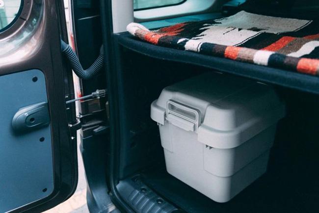 ↑クルマの荷室内に置いておくと便利。洗車グッズなど、モノが増えがちな車内がスッキリします