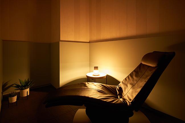 恵比寿ガーデンプレイスの複合施設「PORTAL POINT -Ebisu-」のシェアオフィス内にも、仮眠室「Brain Power Nap」を設置。西野先生の医学的な知見に基づいた仮眠室事業です。
