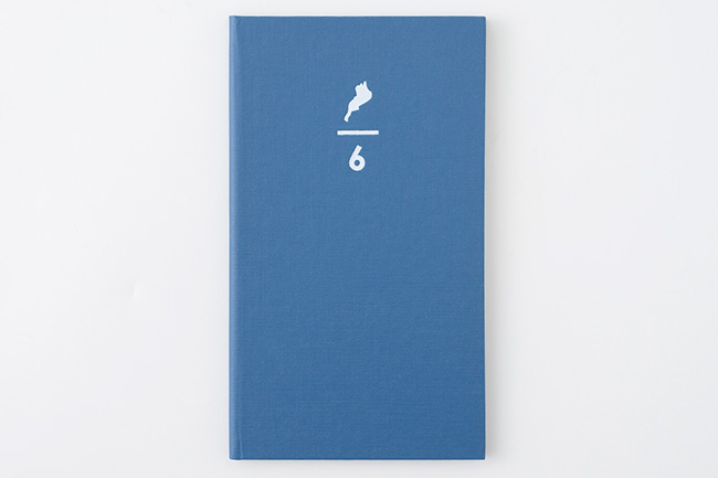 滋賀で「キャンパスノート」の製造を担うグループ会社・コクヨ工業滋賀のオリジナルブランド「リエデン」からもスペシャルな野帳が。見返し(表紙を開いたページ)には、琵琶湖・淀川水系のヨシから作った紙を使用。リエデン「ロクブンノイチ野帳」300円(税別)