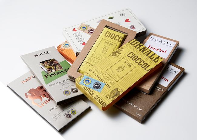 シチリア島の町モディカのチョコレートブランド「チョモド」は日本初上陸。選びぬかれたカカオ豆から作られ、シチリア島のエッセンスを味に加えています。各1181円
