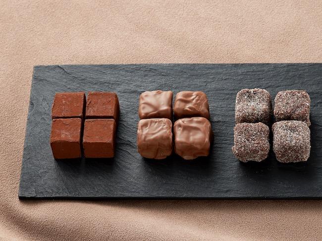 スイスのチョコレートブランド「トリスタン」が日本初上陸。自慢のトリュフなどには、繊細で深みのある味わいが詰まっています。「パヴェ」「トリュフ・レー」「トリュフ・シャンパーニュ」各864円