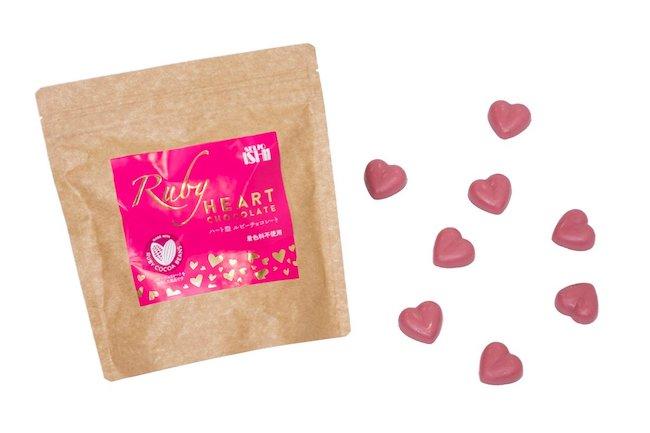 ルビーチョコレートの商品点数が充実している成城石井。「ハート型ルビーチョコレート」はひと粒ずつ個包装されていて、配り物としても活用できそう。