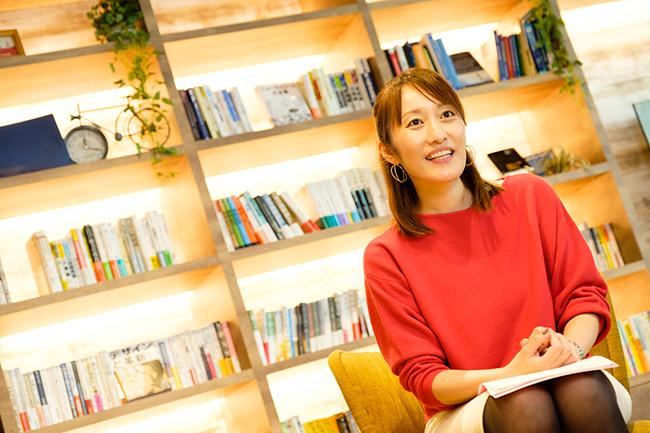 日本能率協会マネジメントセンターの宣伝広報担当、矢野真弓さん。