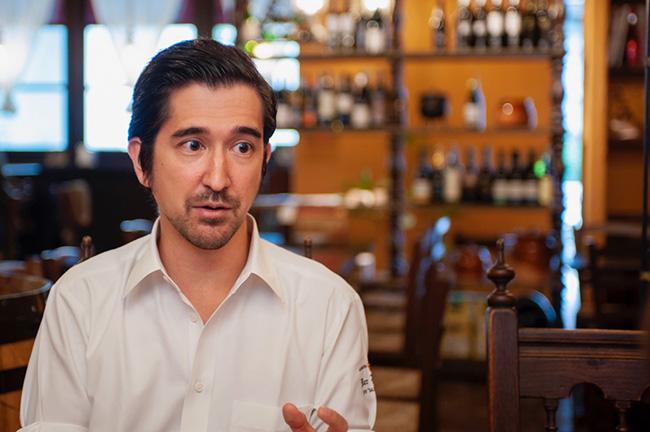 バル ポルティージョ デ サルイアモールのオーナー、ビクトル・ガルシアさん。