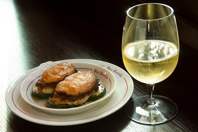 ほど良く塩気のきいた鱈の味わいに、ワインが進む。