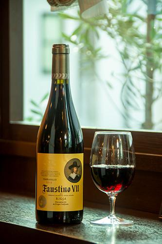 「ファウスティノ 7世」は、フレッシュな果実味でバランスの取れた飲みやすい赤ワイン。