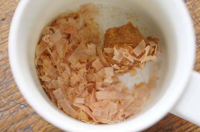無添加の味噌に、かつお節を加えてだしたっぷりの味噌汁に。