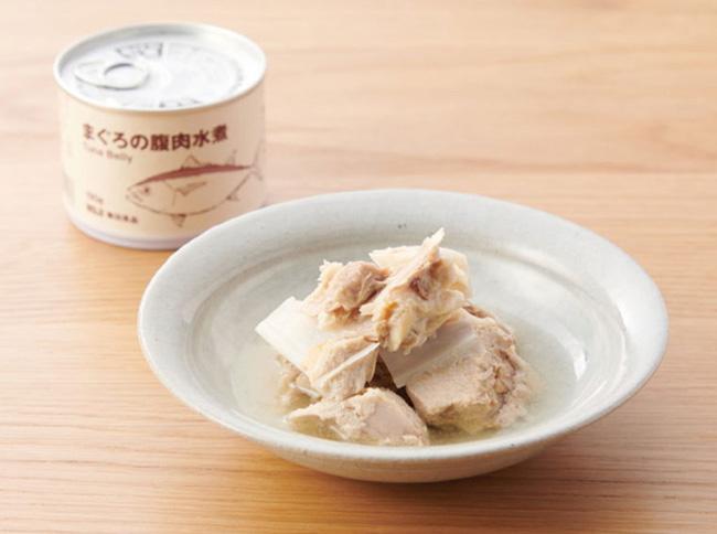 骨まで柔らかく仕上げているため、骨から出る旨味も加わり、丸ごとおいしく食べられる。下処理不要で料理にも使いやすい。