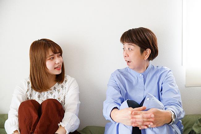 """モデルの雪七美さんと、一田憲子さん。たくさんの人の""""暮らし""""を取材してきた一田さんの目に、雪さんの暮らしはどう映るのでしょう?"""