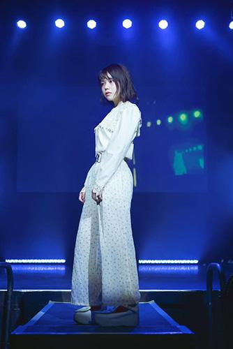 地元・新潟のヘアショーで、ステージに立った雪さん。(https://mer-web.jp/fashionista/246390/)
