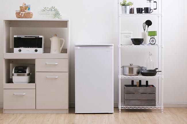 今年に入り、小型冷凍庫の売り上げは各メーカー軒並み上昇中。アイリスオーヤマでは当初計画比2倍の売り上げで推移している。(写真提供=アイリスオーヤマ)