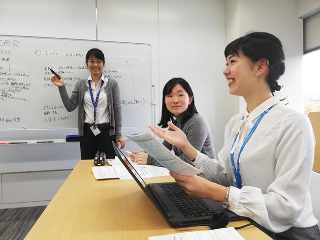 """「女性活躍推進プロジェクト""""Weチャレンジ""""」の会議風景。"""