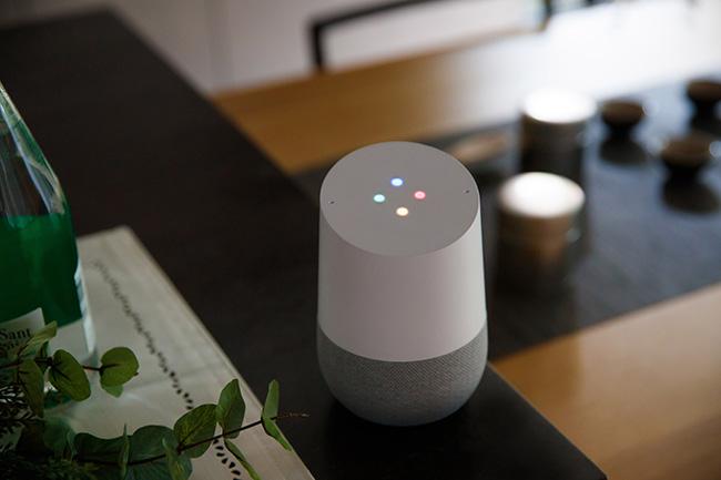主に使用しているスマートスピーカーはGoogle社製。その理由は、日本語対応における音声認識技術に優位性を感じたことに加えて、Google社の各種サービスの利便性、スマートホーム機器への対応力などを総合的に加味して決めたとのこと。