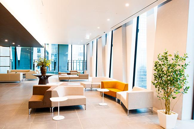 20階にあるレジデンスのロビー。上質な雰囲気の応接スペースも利用可能。来訪者とのちょっとした談話もできます。
