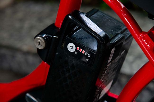 電池残量はボタンを押すだけで確認できます。十分に充電されている自転車を選んで、借りるようにしましょう。