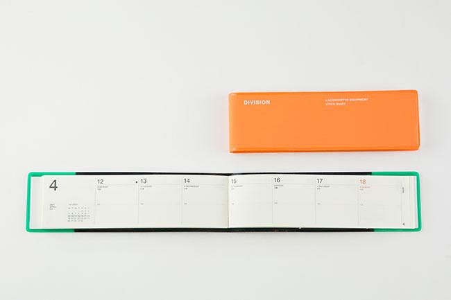 「週ごとにスケジュールを見られるページと充実したページ数のメモがついていて、小さいながらも使い勝手のいい手帳です。詳しいスケジュールをデジタルで管理している方が併用するのにも向いていると思います」
