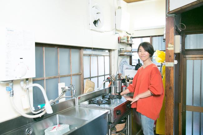 タサン志麻さん。今回はご自宅にお邪魔し、献立の決め方から料理、キッチンの掃除にいたるまで、志麻さん流の家事の進め方、考え方についてうかがいました。