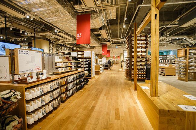 総面積は1400坪。関東最大の売場面積を誇るこの店舗に、無印良品のほぼすべての商品が揃う。