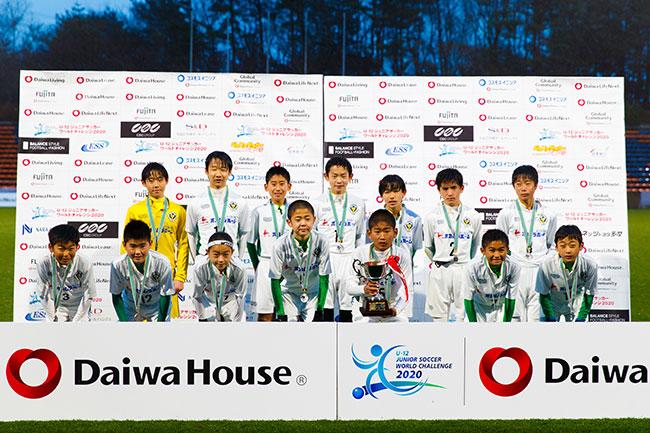 準々決勝でガンバ大阪ジュニアを破るなど、今大会でたしかな実績を残したウイングスU-12 が2位。千葉・習志野地域の強豪が大会の歴史にその名を刻んだ。