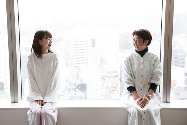 """映画の主演を務めるなど、新進女優として期待される辻千恵さん(左)。さまざまな人の""""暮らし""""を取材し発信してきた一田さんが、辻さんの暮らし、そして生き方に迫ります。"""