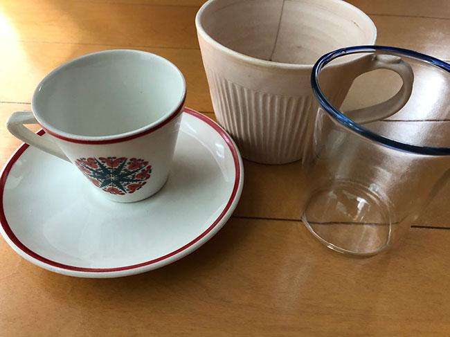 上京したばかりの頃、自分でそろえた器たち。中央のカップは、益子の陶器市で見つけたもの。カメラマンの先輩などにお茶時間の楽しさを教えてもらった。