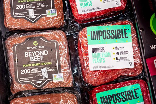 アメリカのスタートアップ「Beyond Meat」「Impossible Foods」。Googleやビル・ゲイツなどが将来性を見込み、出資を行っていることでも話題。