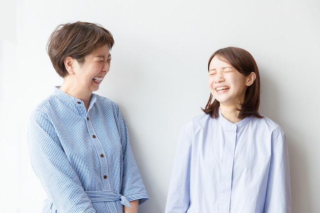 """さまざまな企業やブランドの広告に起用されるなど、いま活躍目覚ましい宮崎葉さん(右)。さまざまな人の""""暮らし""""を取材し発信してきた一田さんは、彼女のどんな一面を引き出すのでしょうか?"""