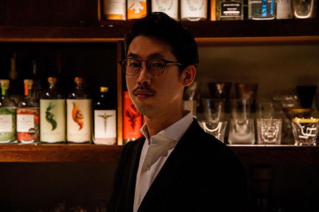 東京・日本橋にある「Low-Non-Bar」のバーテンダー兼店長の高橋弘晃さん。