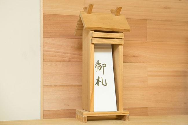 キットを使えば、神棚は自分で作ることもできます。