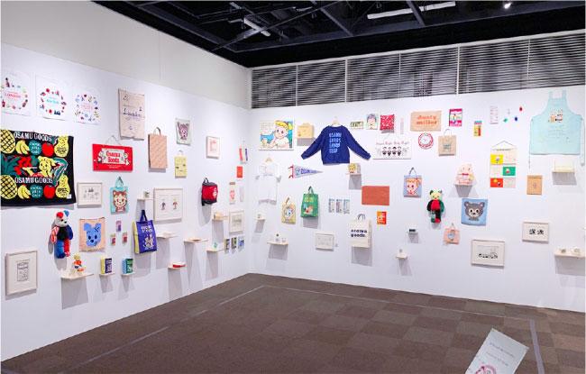 2019年に世田谷文学館で開催された「原田治展」。この企画展にあわせて復刻グッズが販売されるなど、再ブームのきっかけになりました。